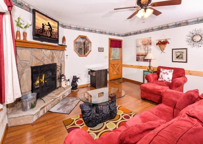 gatlingburg- lasting impressions- livingroom