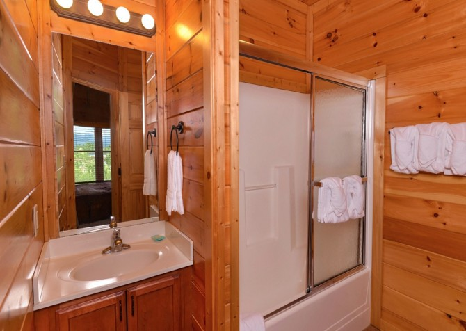 Pigeon Forge - Morning Glory - bathroom