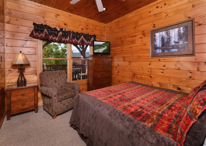 Gatlinburg - Mountain Getaway and a Theater- bedroom