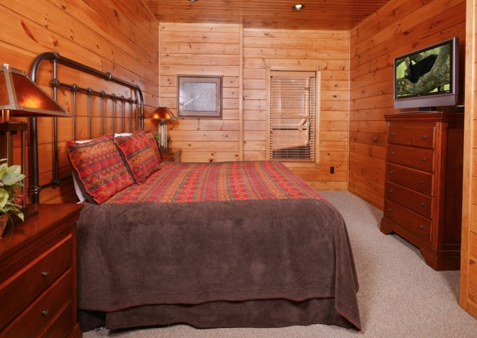 Pigeon Forge - Mountain Getaway and a Theater- bedroom