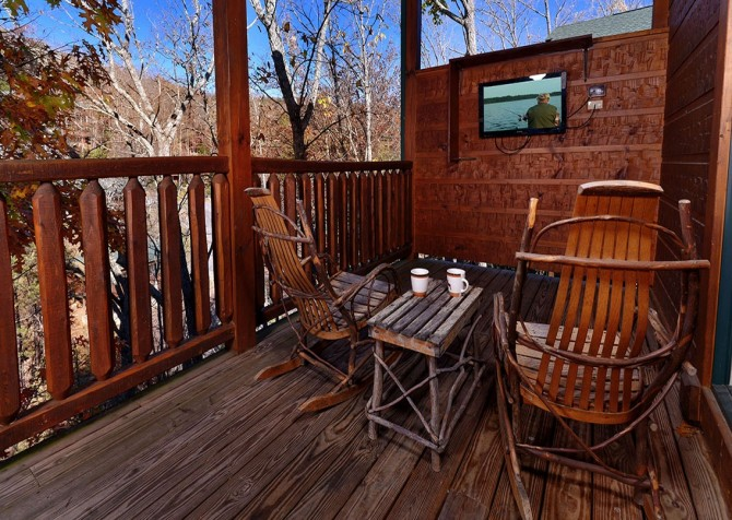 Gatlinburg- Mountain Getaway and a Theater- deck