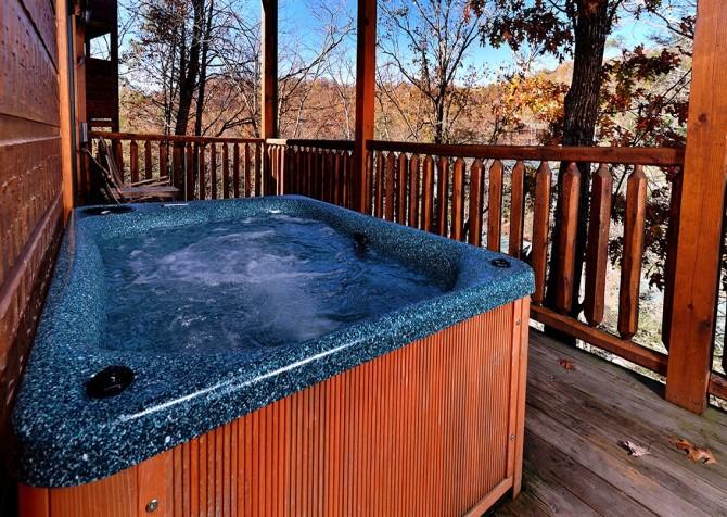 Gatlinburg - Mountain Getaway and a Theater- hot tub