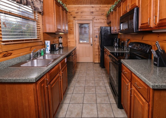 Gatlinburg - Mountain Getaway and a Theater- kitchen