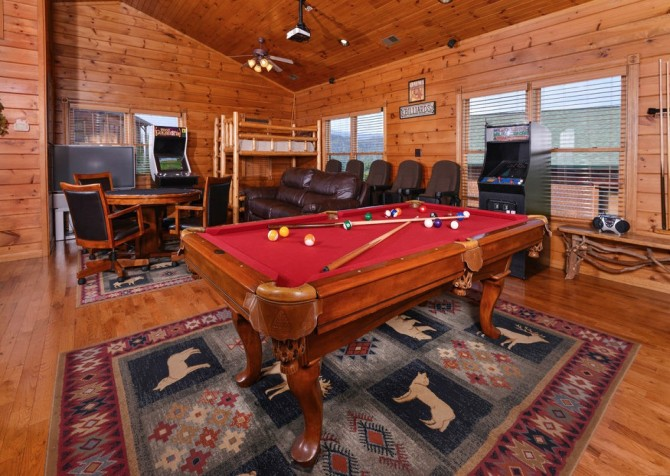 Gatlinburg - Mountain Getaway and a Theater- pooltable