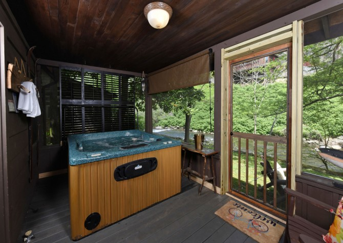 gatlinburg cabin – on the river – hot tub