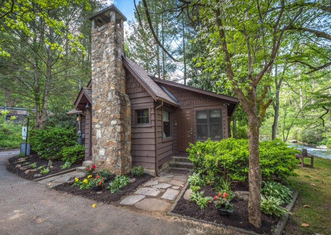 gatlinburg cabin – on the river – exterior