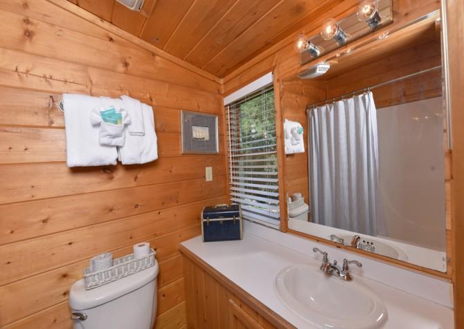 Gatlinburg - Pooling Around - Bathroom