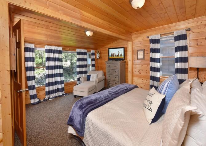 Gatlinburg - Pooling Around - Bedroom