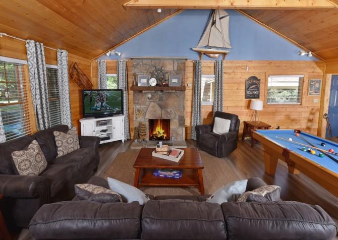 Gatlinburg - Pooling Around - Living Room