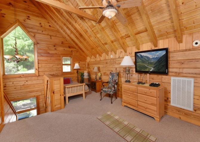 Gatlinburg Cabins - Pop-A-Bear - Bedroom