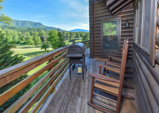 Gatlinburg Cabins - Pop-A-Bear - Grill/Rocking Chairs