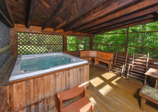 Gatlinburg Cabins - Pop-A-Bear - Hot Tub