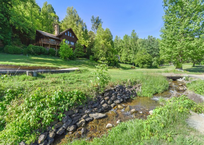 Gatlinburg Cabins - Pop-A-Bear - Golf Course/Exterior