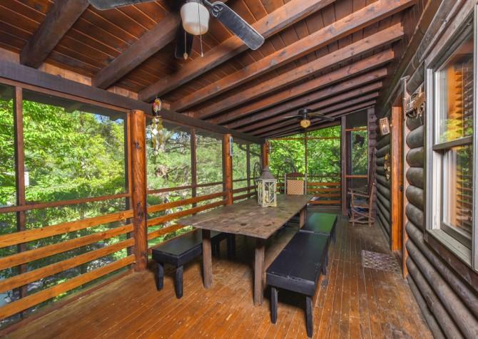 Gatlinburg Cabins - Pop-A-Bear - Deck Dining