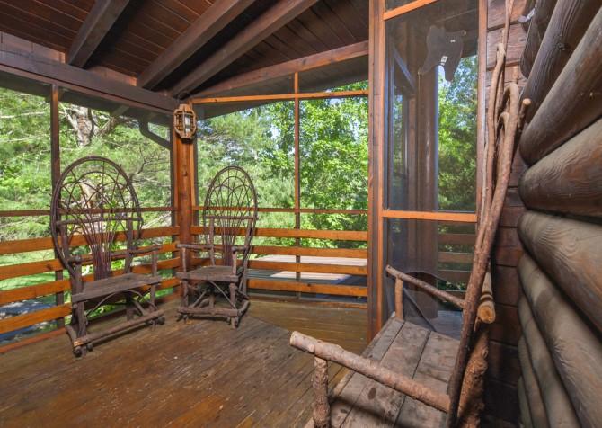 Gatlinburg Cabins - Pop-A-Bear - Deck Seating