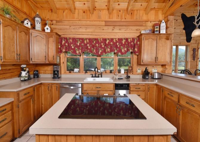 Gatlinburg Cabins - Pop-A-Bear - Kitchen