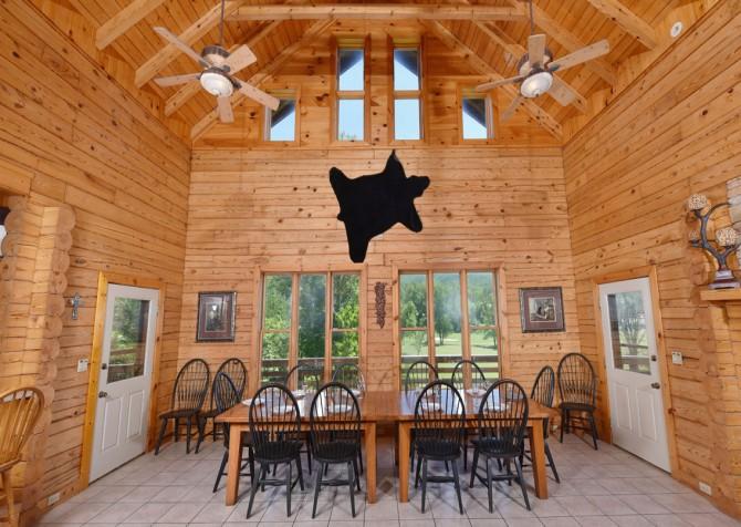 Gatlinburg Cabins - Pop-A-Bear - Dining Room