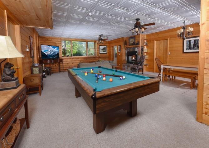 Gatlinburg Cabins - Pop-A-Bear - Rec Room