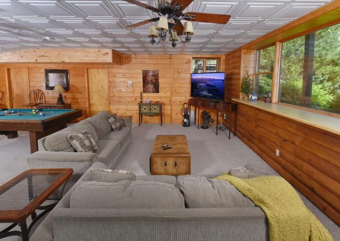 Gatlinburg Cabins - Pop-A-Bear - Media Room