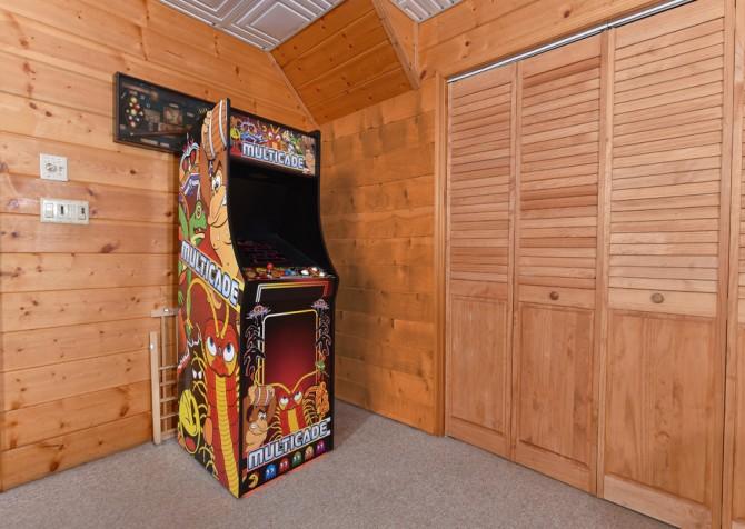 Gatlinburg Cabins - Pop-A-Bear - Arcade