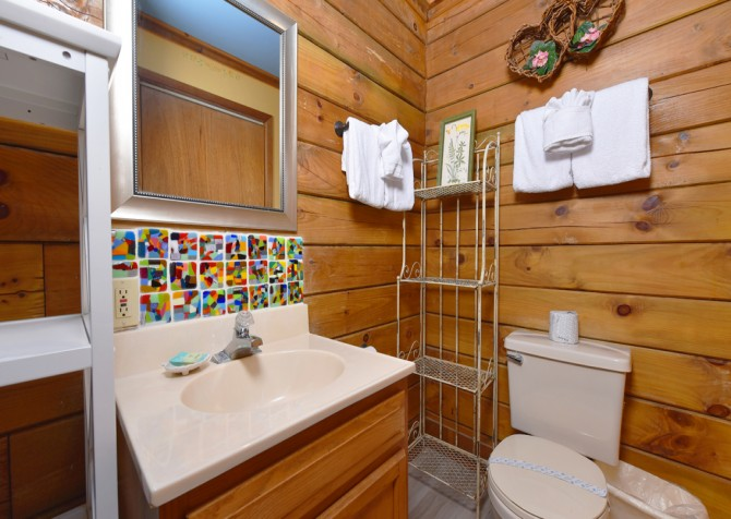 Gatlinburg Cabins - Precious Moments - Bathroom