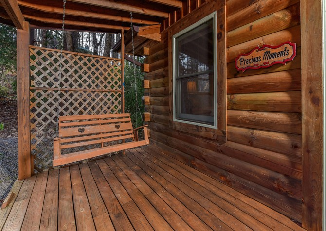 Gatlinburg Cabins - Precious Moments - Covered Deck/Rocking Chairs