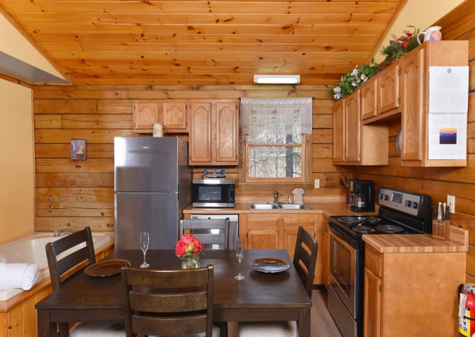 Gatlinburg Cabins - Precious Moments - Dining Room/Kitchen