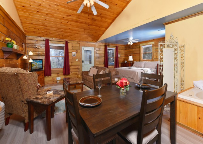 Gatlinburg Cabins - Precious Moments - Dining Room
