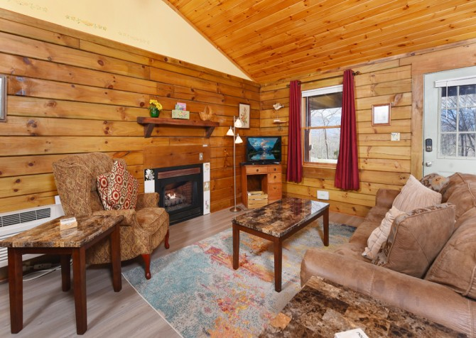 Gatlinburg Cabins - Precious Moments - Living Room