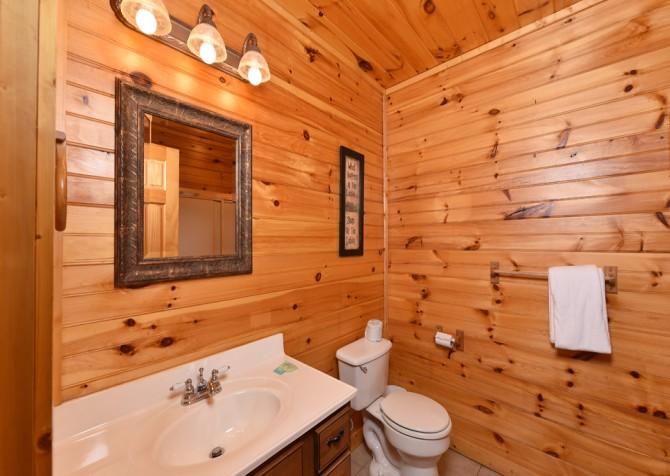 Gatlinburg - Queen's Log Cabin - Bathroom