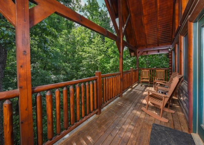 Gatlinburg - Queen's Log Cabin - Covered Deck