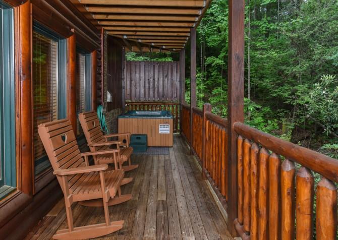 Gatlinburg - Queen's Log Cabin - Hot Tub