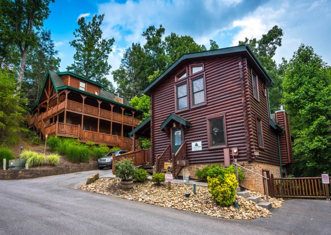 Gatlinburg - Queen's Log Cabin - Exterior