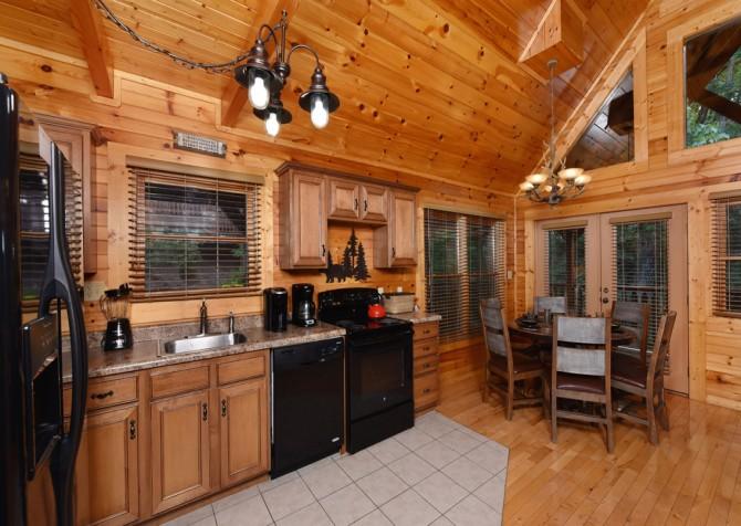 Gatlinburg - Queen's Log Cabin - Kitchen
