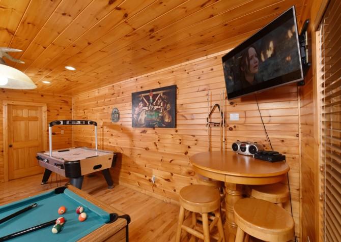 Gatlinburg - Queen's Log Cabin - Rec Room