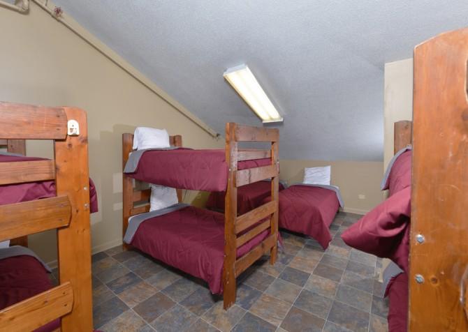 Gatlinburg Cabins - Red Oak Lodge - Bedroom