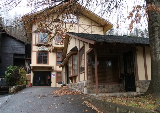 Gatlinburg Cabins - Red Oak Lodge - Exterior