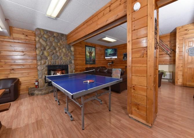 Gatlinburg Cabins - Red Oak Lodge - Living Room