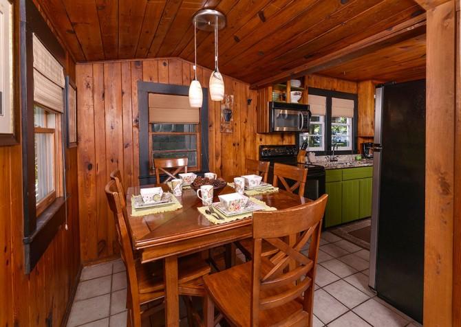 Gatlinburg Cabin - River Romance - Dining