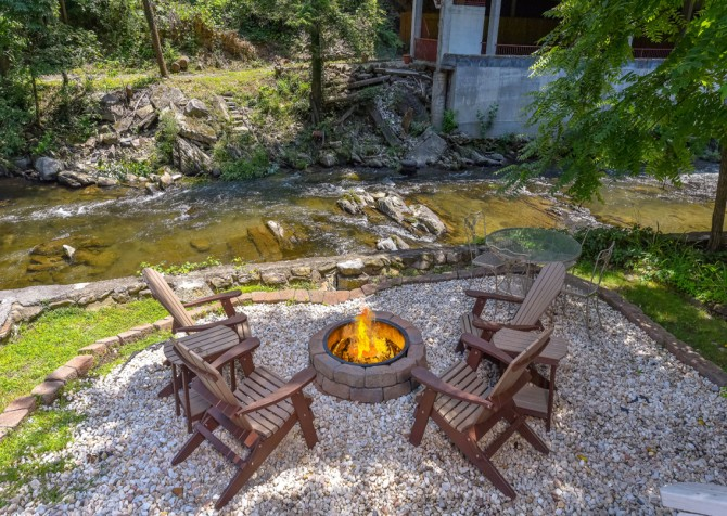 Gatlinburg Cabin - River Romance - Fire Pit
