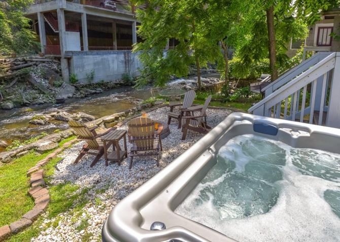 Gatlinburg Cabin - River Romance - Hot Tub