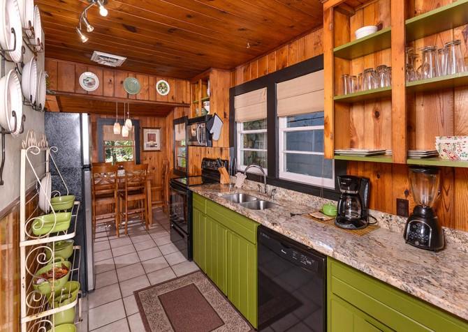 Gatlinburg Cabin - River Romance - Kitchen