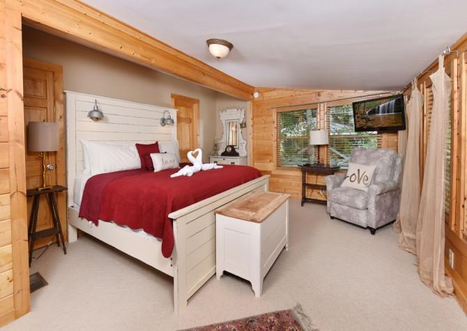 Gatlinburg Cabin - Simone's Cottage - Bedroom