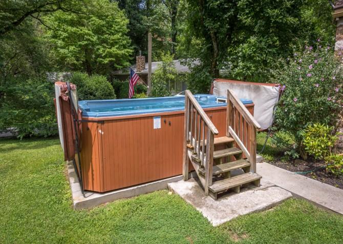 Gatlinburg Cabin - Simone's Cottage - Hot Tub