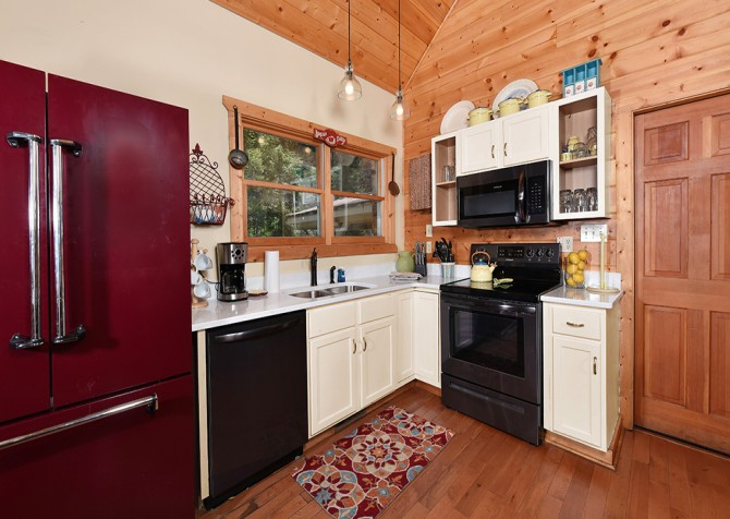 Gatlinburg Cabin - Simone's Cottage - Kitchen
