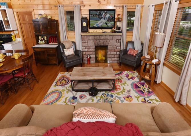 Gatlinburg Cabin - Simone's Cottage - Living Room