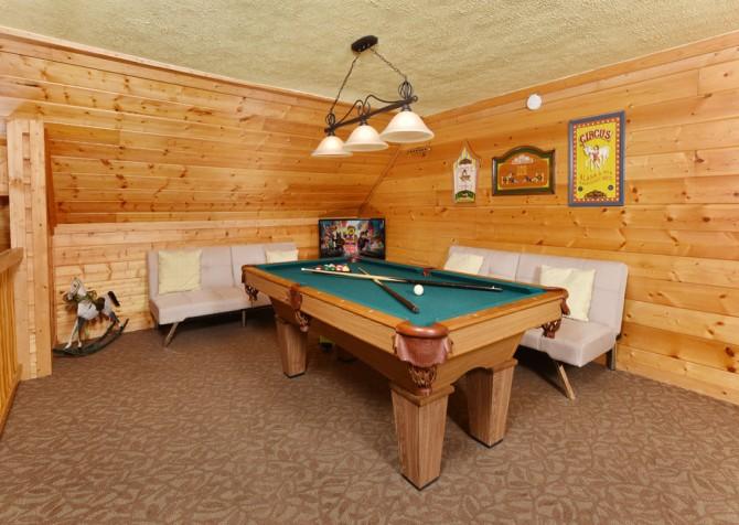 Gatlinburg Cabin - Simone's Cottage - Rec Room