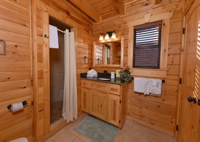 Gatlinburg - Smoky Oak Retreat - Bathroom
