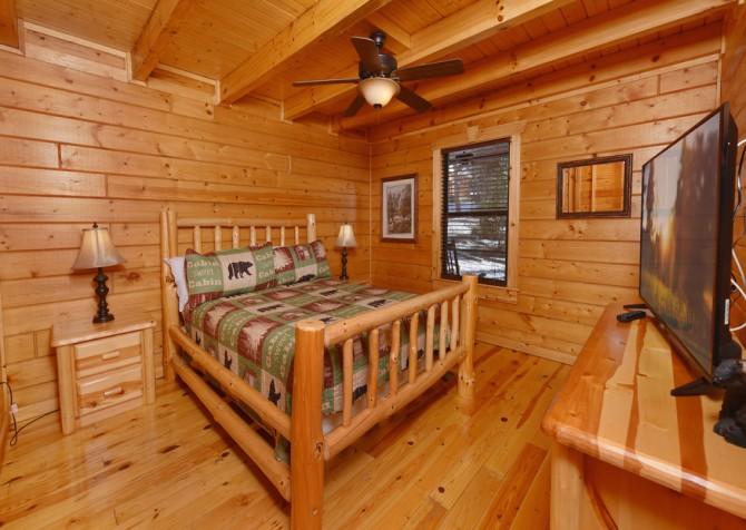 Gatlinburg - Smoky Oak Retreat - Bedroom
