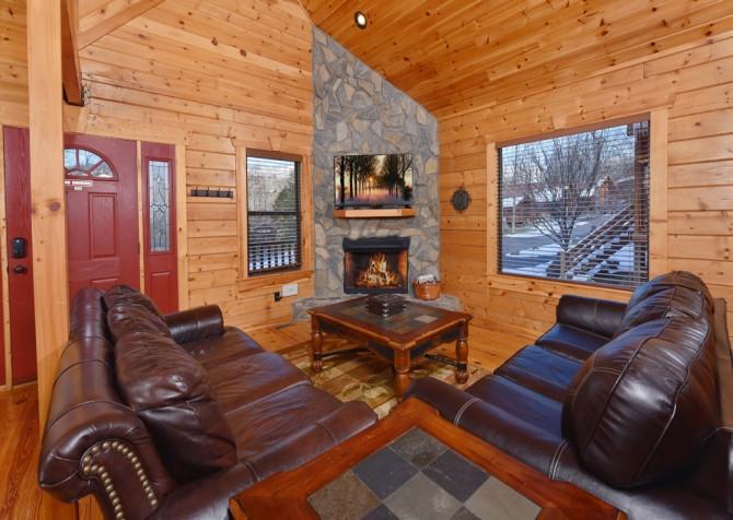 Gatlinburg - Smoky Oak Retreat - Living Room